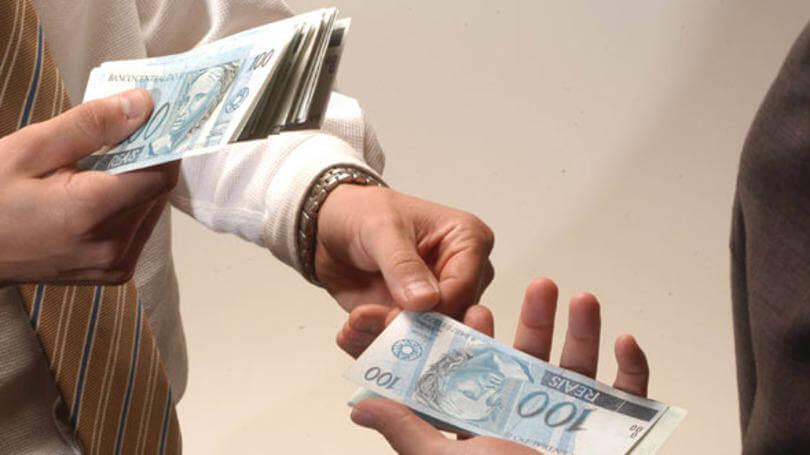 Um amigo pediu dinheiro emprestado